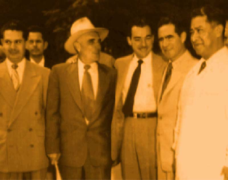 Group picture of Alberto Aldrete with a group of five other businessmen.